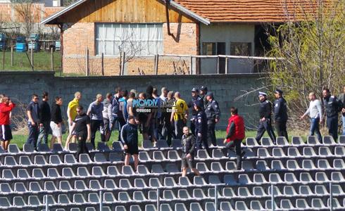 Фенове на Ботев гониха левскари във Велинград 16.04.2015